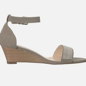 Athena Alexander Enfield Gray Wedge Sandals 7